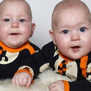 twins born at 33 weeks