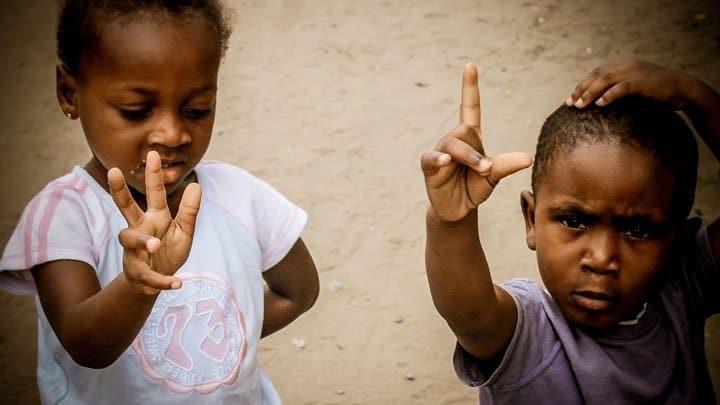 children gesturing